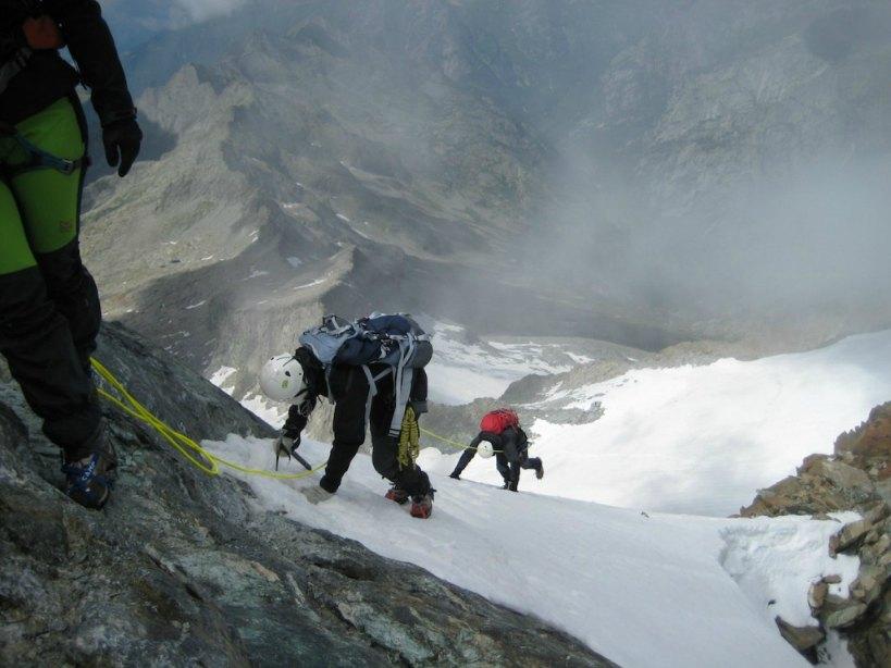 Discesa dal canalone Monte Disgrazia (foto CAI SONDRIO)
