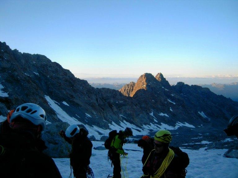 Inizia scalata verso Monte Disgrazia prima dell'alba