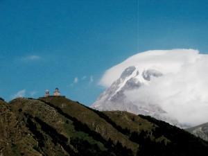 Trekking nel Caucaso: Kazbegi direzione chiesa di Tsiminda Sameba