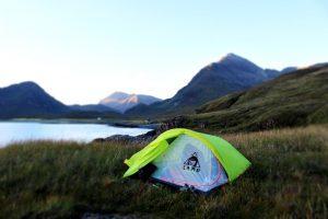 Cosa serve sapere per iniziare a fare campeggio libero: consigli per inesperti e matricole