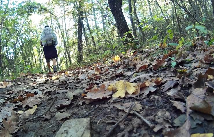 via degli dei in autunno foglie