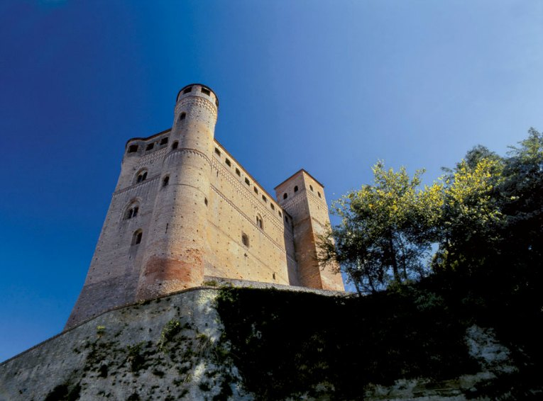 Castello Serralunga - Langhe (foto ente turismo)