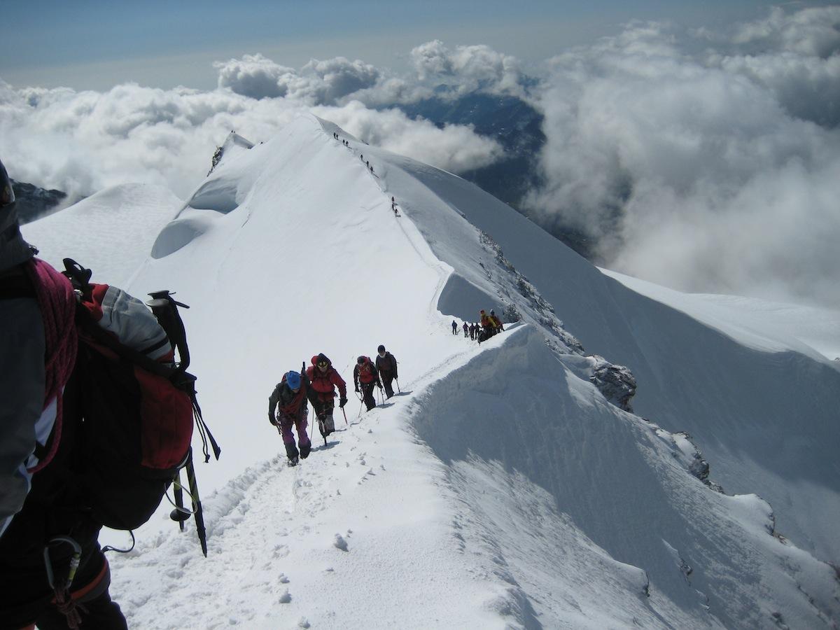 Salita finale verso la cima Castore (foto CAI SONDRIO)