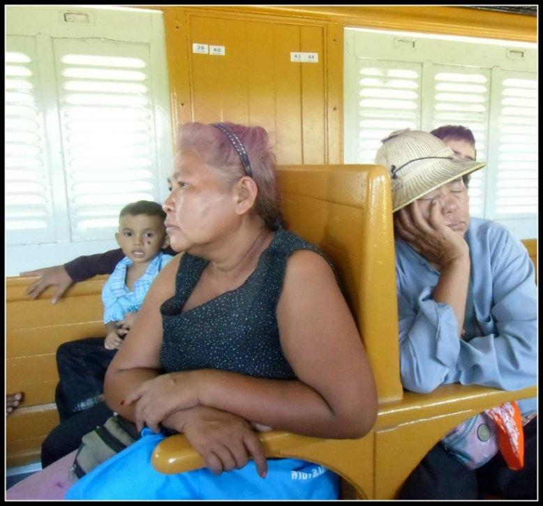 Sul treno thailandese verso Aranya Prathet, 3° classe