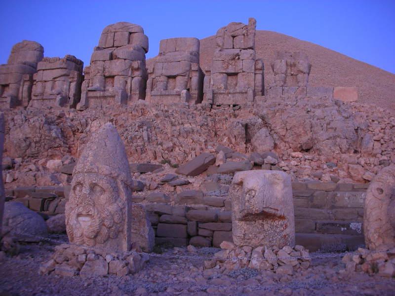 monte nemrut statue fringeintravel