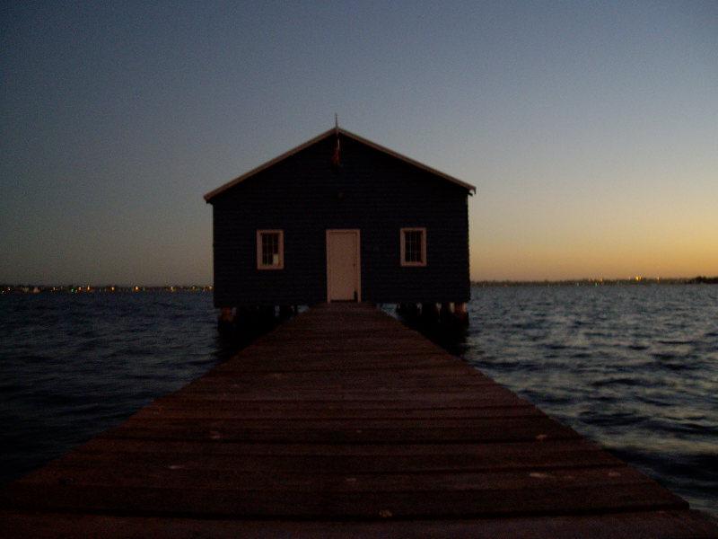 perth_house_lake