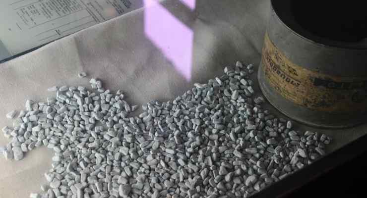 Cristalli di Zyklon, il gas per le camere a gas.