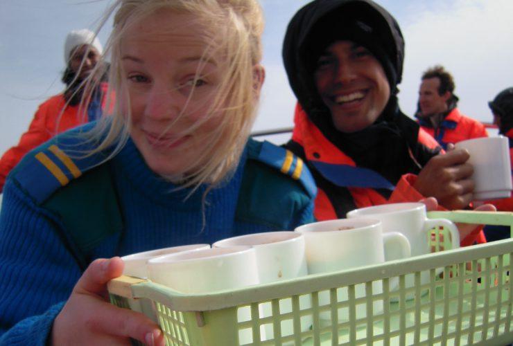 La gentile ragazza islandese che offre latte e cioccolato caldo a chi ha lo stomaco sotto-sopra