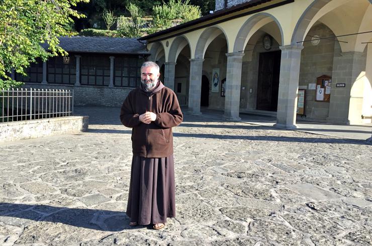 cammino di san francesco frate benedizione pellegrini