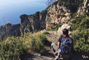 sentiero degli dei panorama mozzafiato trekking zaino