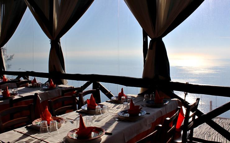 dove mangiare in Costiera Amalfitana vista ristorante La Fattoria