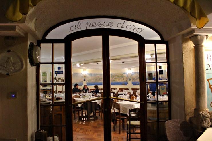 dove mangiare in Costiera Amalfitana vista ristorante Pesce d'oro