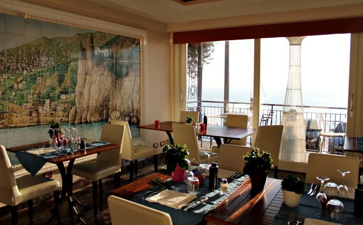 dove mangiare in Costiera Amalfitana vista ristorante mama
