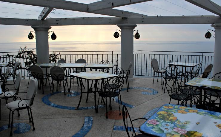 dove mangiare in Costiera Amalfitana vista ristorante Calajanara