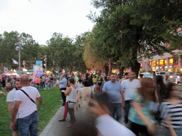 Yerevan gente folla sera