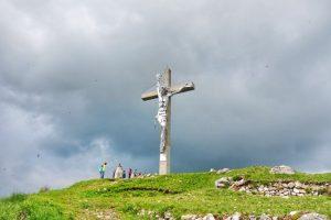 Monte Summano: escursione panoramica sulle Prealpi Venete
