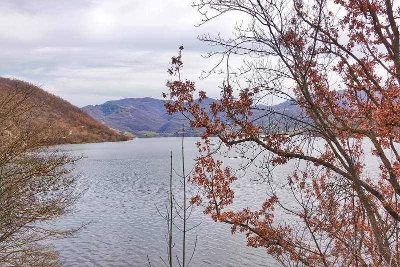 cammino di san benedetto lago turano