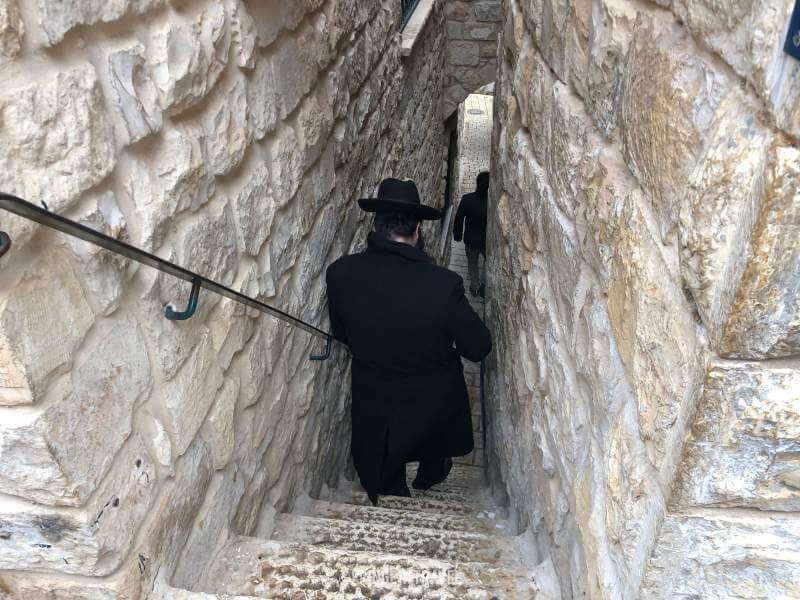 vicolo del messia con rabbino
