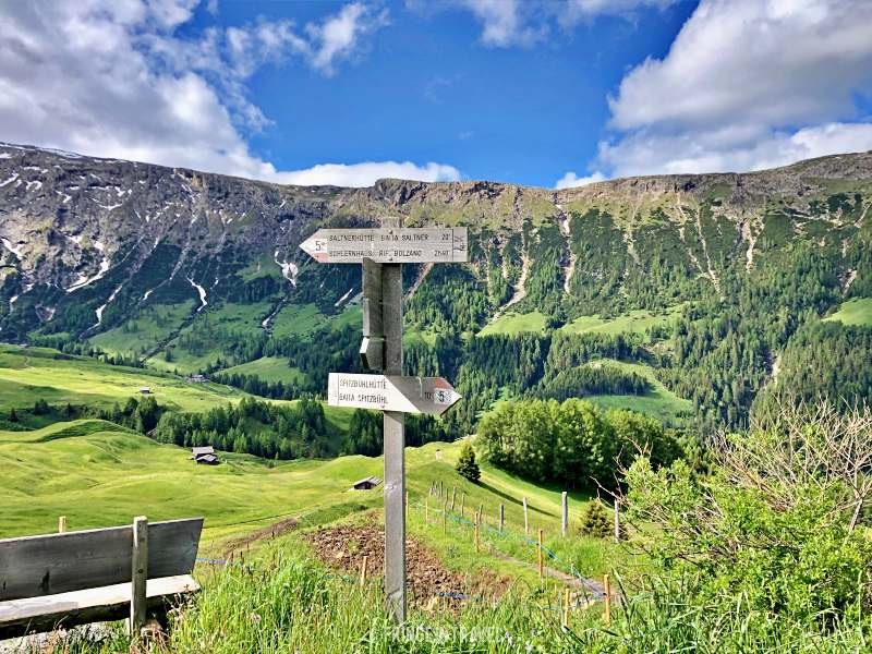 Bivio sentiero 10 e 5 alpe di Siusi cartello