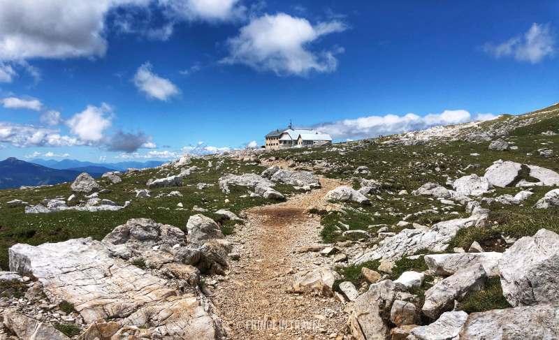 Rifugio Bolzano da lontano