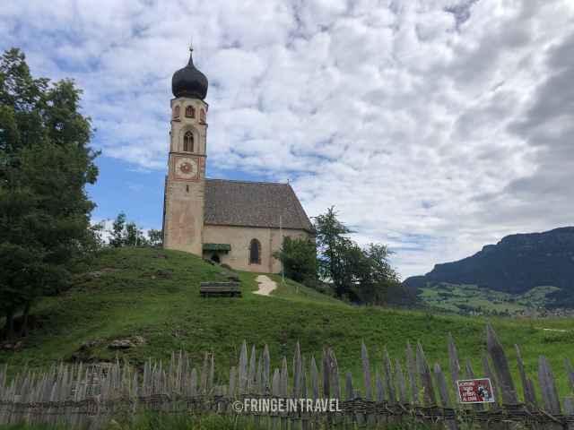 chiesa di san costantino cielo azzurro 563