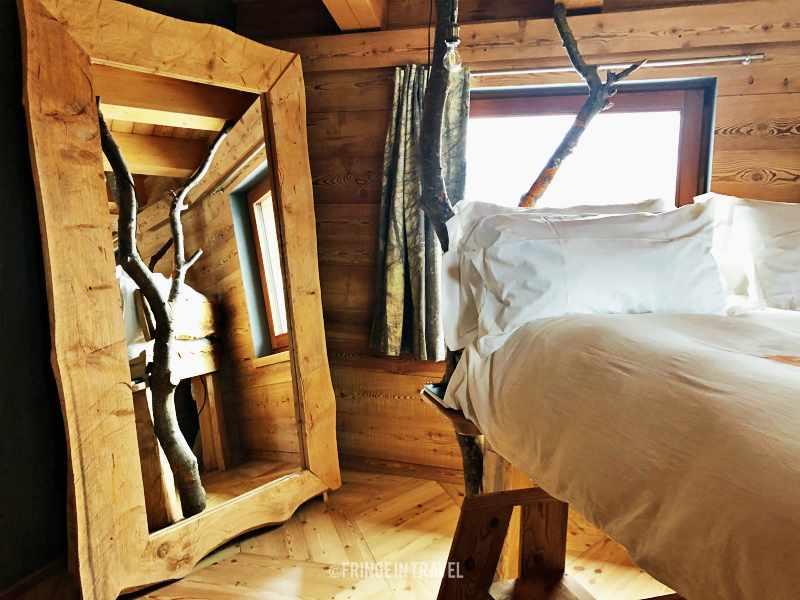 One Room Jovenceaux Alpine Art Suite5